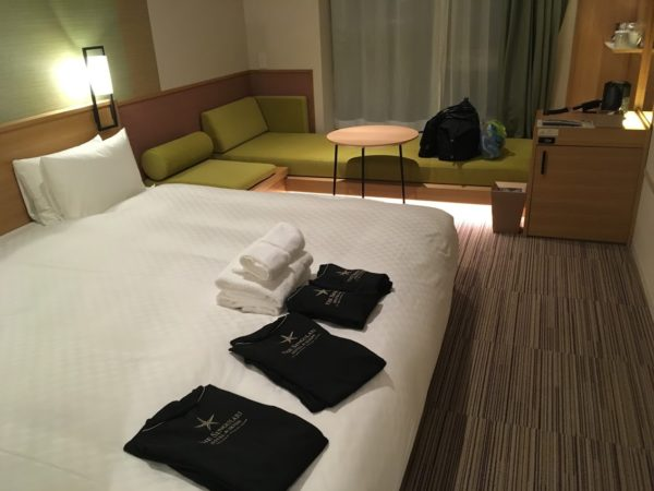 ザシンギュラリホテルの部屋キングサイズベッド